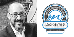 Profesor profesional de Mindfulness, certificado por la Asociación internacional de profesores de Mindfulness